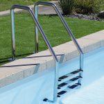 échelle de piscine